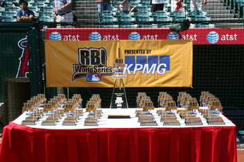 2008 RBI World Series - Day 5 - Championship Game Juniors - Trophies!