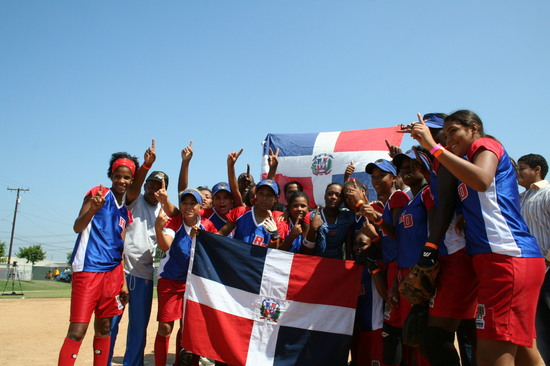 RBI World Series 2008 - Softball Championship - Santo Domingo group picture with flags